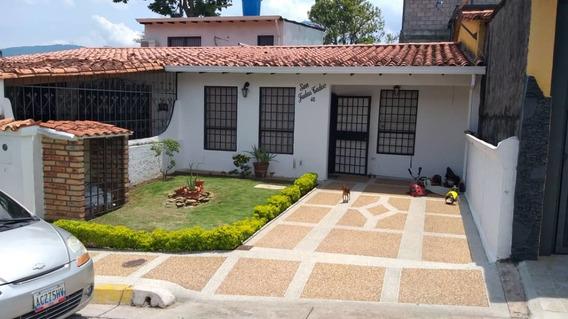 Casa En El Junco, Urb. El Rosal I.