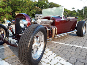 Ford T-bucket (hot Rod)