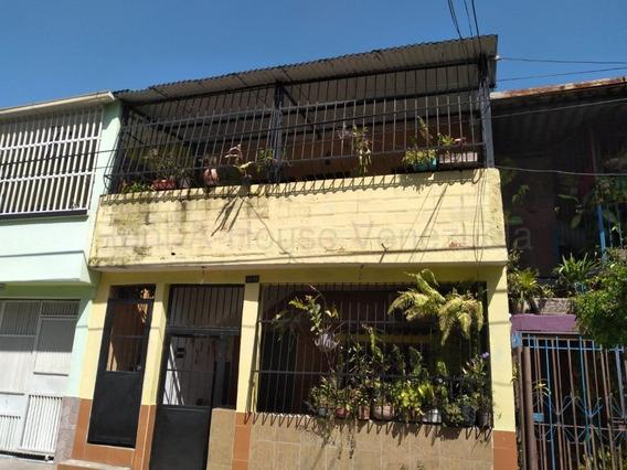 Casa En Venta En San Blas Valencia Cod 20-8424 Akm