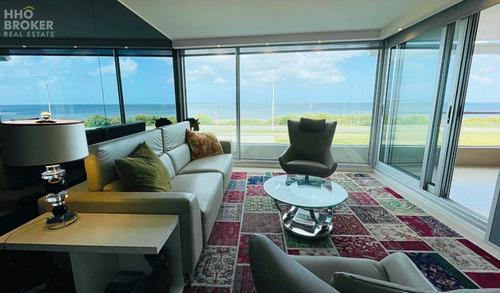 Frente Al Mar. Playa Mansa. Primera Línea. Edificio Lumiere- Ref: 385