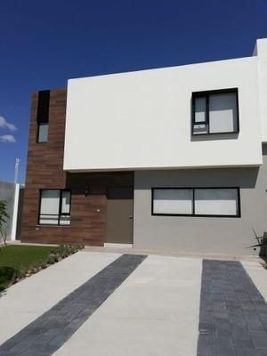 Hermosa Residencia En Zibatá, 3 Recamaras, Jardín, 3.5 Baños, Alberca, Estudio.