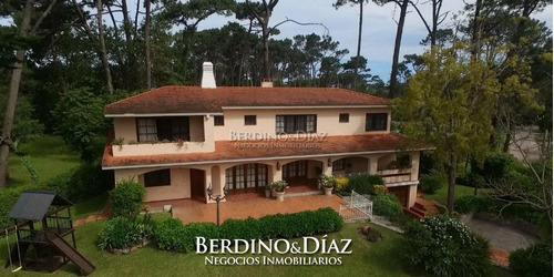 Hermosa Y Muy Amplia Casa En El Clásico Barrio De San Rafael- Ref: 327