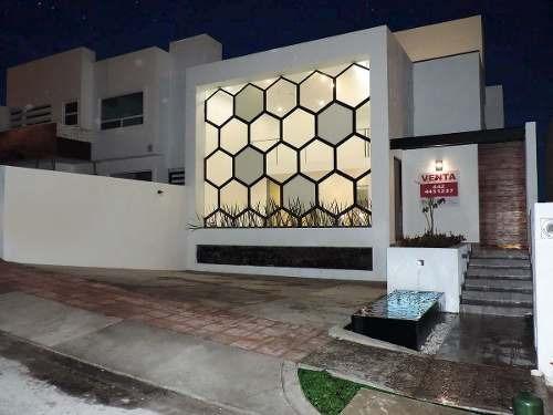 Preciosa Residencia En Real De Juriquilla, 3er Recámara En P.b, Con Doble Altura