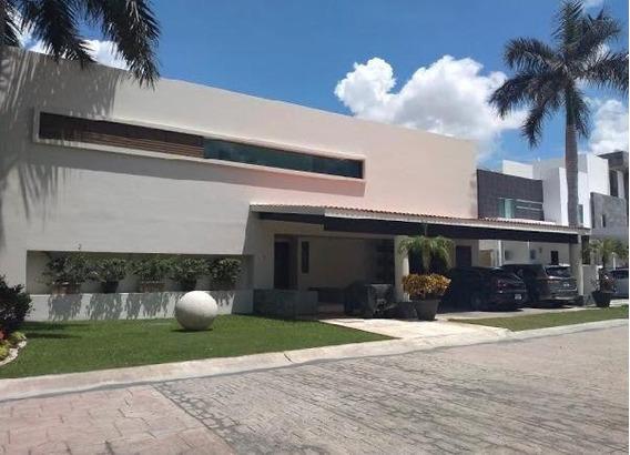Casa En Venta De 4 Recámaras, Estudio, Piscina, Cumbres, Cancún