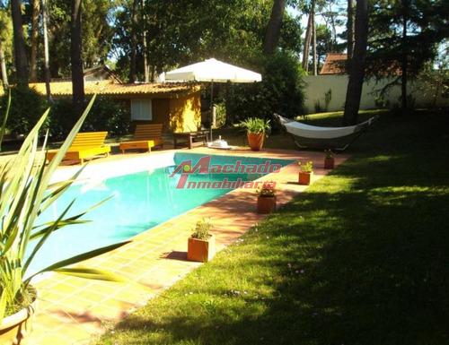 Casa De Cuatro Dormitorios Con Piscina - San Rafael- Ref: 5524