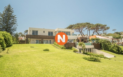 Hermosa Residencia Sobre El Mar- Ref: 214251