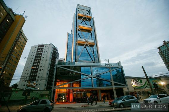 Sala Comercial Com Piso Cerâmico Com 26,22m² No Água Verde!!