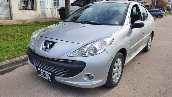Peugeot 207 1.4 Sedan Xs 2010