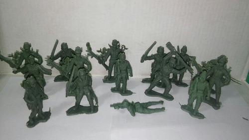 Lote De 15 Soldaditos De Guerra 5 Cm. Alto Promedio De Plast