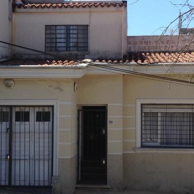 Inmobiliaria Vende Casa De Dos Dormitorios, Un Baño Y Garage