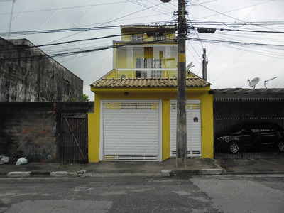 Sobrado 3andares. 4vagas Cobertas, Churrasqueira. Cod. 2099