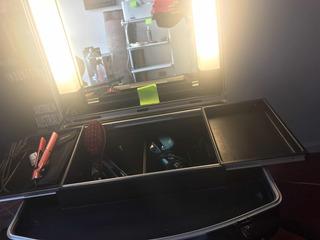 Mesa De Maquillaje Y Luz