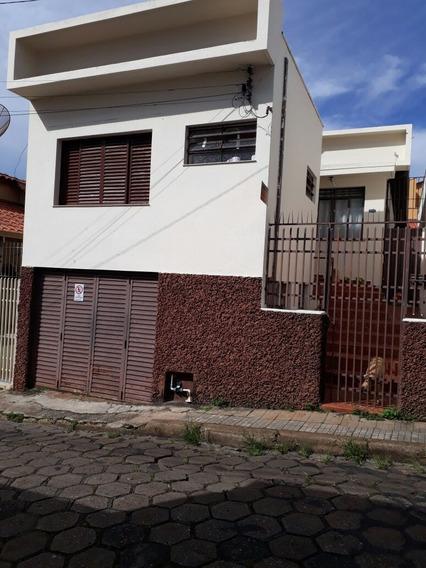 Casa Grande, Centro, 3 Quartos(1 Suite), Garagem -02 Carros.