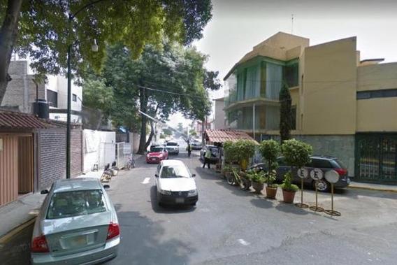 Hermosa Casa De Remate Con Opción A 3 Pisos, Aproveche!