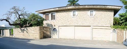 Residencia En Venta En La Col. Flores.