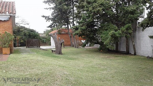 Casa En Venta 4 Dormitorios 2 Baños Garaje Av Rivera Carrasco- Ref: 153