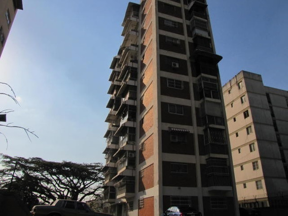 Se Vende Apartamento En Colinas De Los Caobos 20-17355