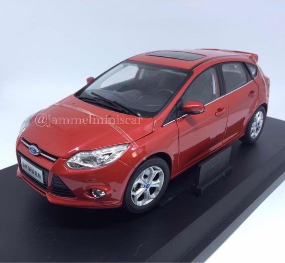 Miniatura Ford New Focus 2014 - Escala 1/18 - Paudi Models.