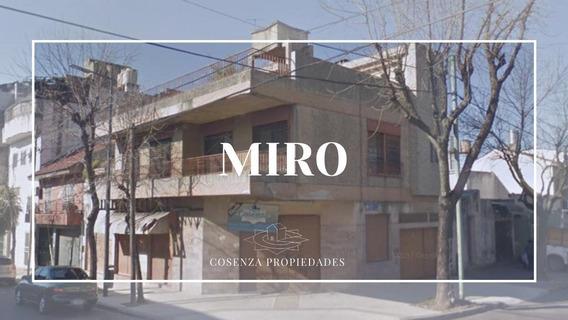 Miro Al 1800 - Flores - Cap Fed - Casa Con Locales En Esquina