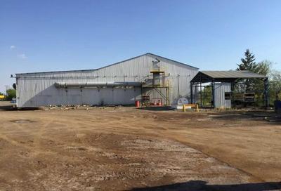 Gran Terreno Industrial Con Galpones -