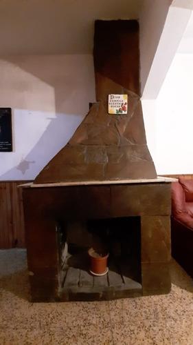 Imagen 1 de 14 de Hermosa Casa Con Amplia Barbaco Y Habitación En El Fondo.