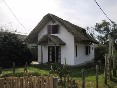 Muy Buena Y Confortable Casa A 180 Metros De La Playa.