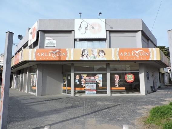 Alquiler De Local En Centro, Villa Gesell.importante Esquina