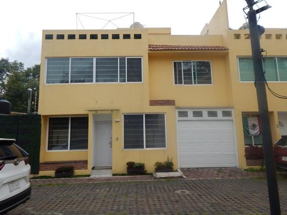 Casa En Condominio De Revista Con Vigilancia .