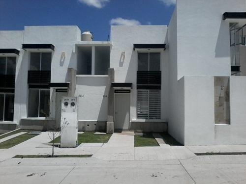 Venta Casa León Hermosa Nueva 2 Rec. 1.5 Baños Acceso Controlado