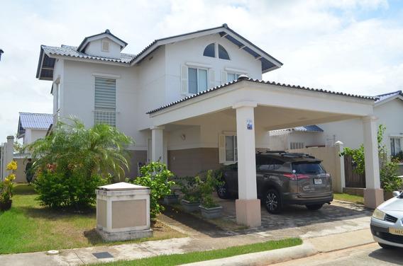 Vendo Linda Casa De 2 Niveles Playa Dorada
