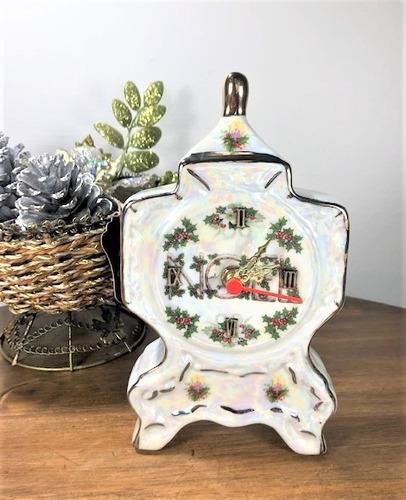 Imagem 1 de 6 de Relógio De Porcelana 22cm - Natal