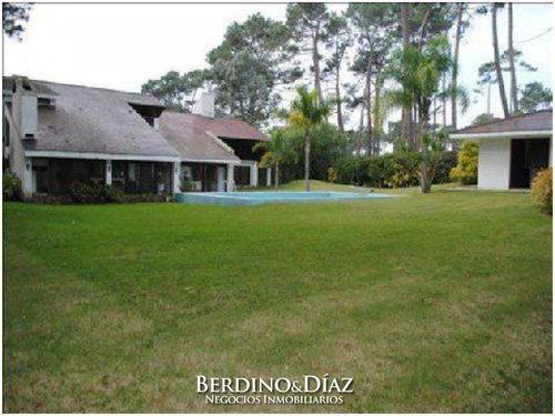 Hermosa Casa En Venta Con Un Entorno Natural Excepcional En Cantegril De Punta Del Este- Ref: 61