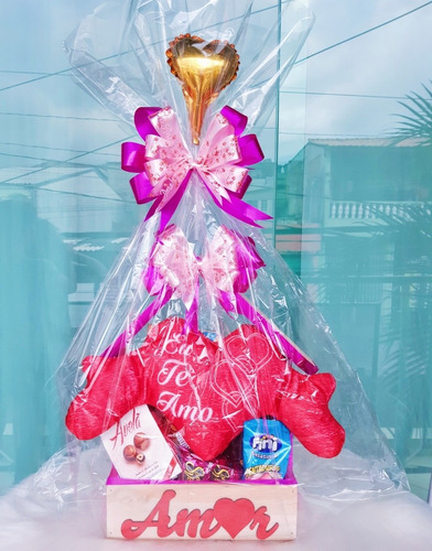Imagem 1 de 6 de Cesta Chocolates Com Urso De Coração Namorada Mãe Madrinha
