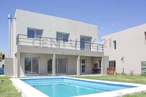 Casa Con 3 Dormitorios Y Piscina En Venta En Nordelta Las Tipas Estilo Moderno