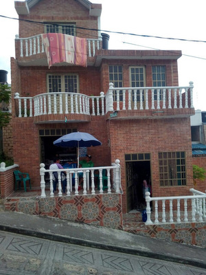 Casa En Venta En El Colegio