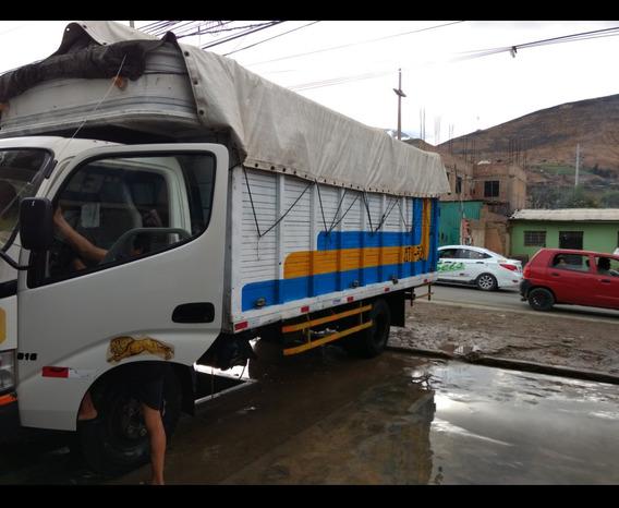 Camión, Hino Dutro 300, 5 Toneladas, Negociable.