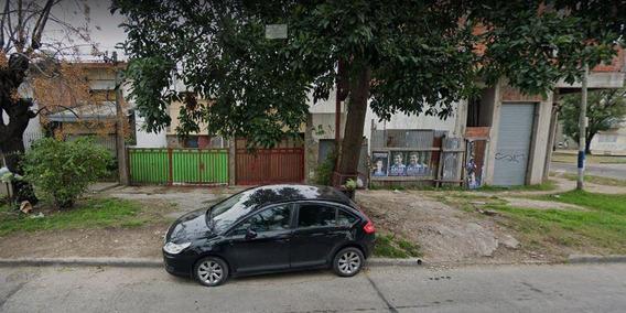 Casa Alquiler 1 Dormitorio, Cochera Y Patio- La Plata