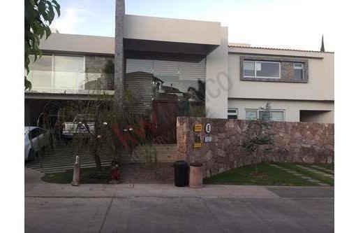 Renta De Hermosa Casa En Fraccionamiento Villantigua, Cuenta Con Vigilancia Las 24hrs