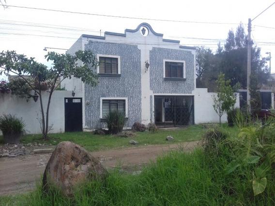 Casa Con 3 Recamaras, Sala, Cocina Y Jardin