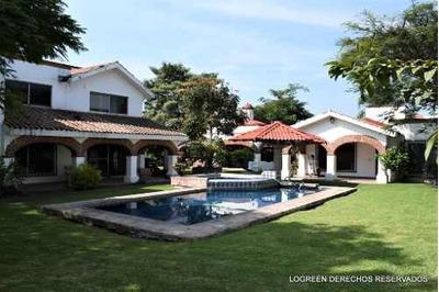 Bonita Casa Estilo Californiano Con Bungalow Y Amplio Jardin