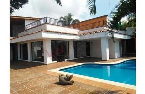 Casa En Venta Con Alberca Y Amplio Jardín En Cuernavaca, Morelos