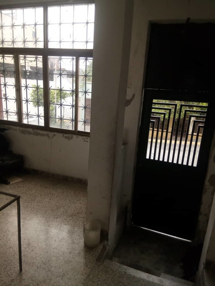 Casa En Venta Agua Salud - Rojas 04143322783