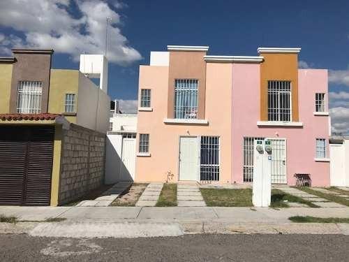 Casa 3 Recam., 2.5 Baños, Rec. Pb, Jardín, Pueblito Colonial