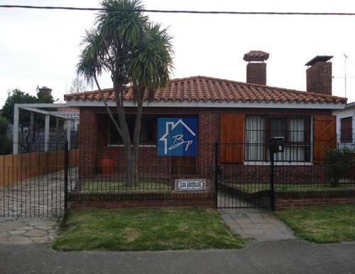 Casa En Venta, Cerca De Pinares, Maldonado- Ref: 499