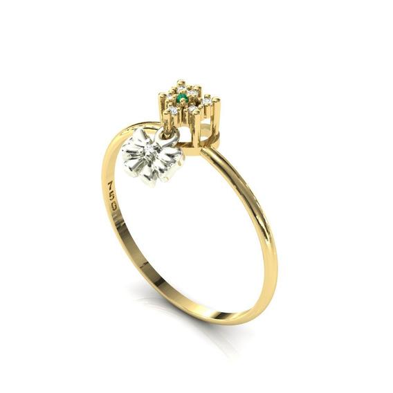 Anel 18k Pingente Laço Pedra Esmeralda Diamantes - Cor Ouro