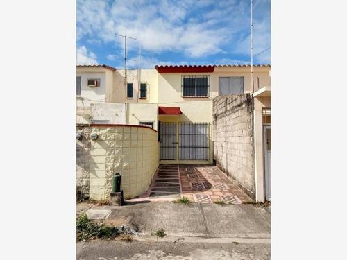 Casa Sola En Venta Fracc. Geo Pinos