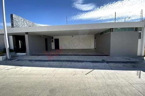 Porta Toscana - En Esquina De 1 Nivel Con Sótano - Frente Al Área De Donación- Casa En Venta Leon, Guanajuato