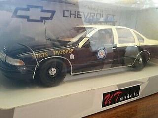 Lote De 2 Chevy Caprice De Policia Em Escala 1/18 + Caneca