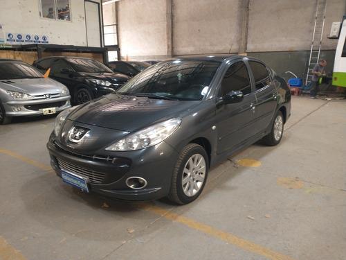 Peugeot 207 Compact 4p 1.6 16v Feline 2010-permuto Financio