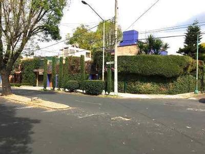 Casa En Esquina Frente A Parque Con Depto Independiente